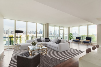Spacious Luxury Waterfront 3 Bedroom Condo with NYC Views
